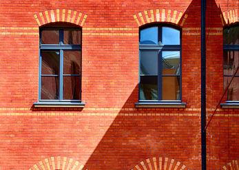 חלונות והשתקפויות