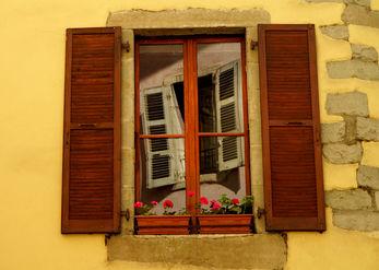 חלון בחלון